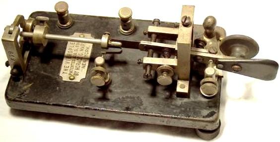 Poloautomatický telegrafní klíč (bug).jpg