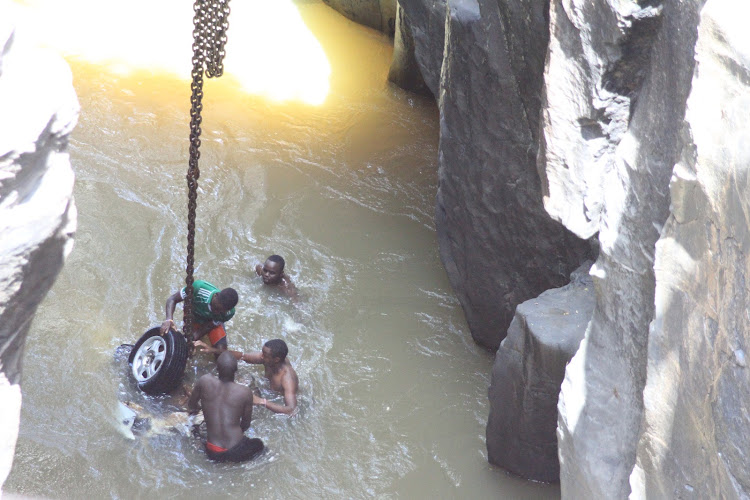 Cheploch divers help tie the vehicle belonging to K24 journalist which plunged into river Kerio killing him on November 21.