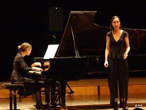 Photo: Charlotte Munnik (sopraan) en Elsbet Remijn achter de vleugel (Comment, disaient-ils? S276)