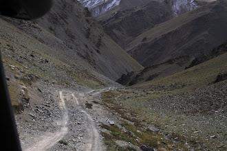 Photo: Странно видеть такой пейзаж в Монголии после сотни верст безбрежной пустыни. В этом ущелье мы потеряем в высоте более километра.