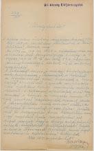 Photo: Úri község jegyzőjének jelentése a kolera megelőzésére tett intézkedésekről  1915-re már komoly gondot okozott a betegség, amelyet elsősorban az északi frontról (Galíciából) hurcoltak be. A hatóságok az 1876-ban született közegészségügy törvény (1876. évi XIV. tc. A közegészségügy rendezéséről) mentén kívánták elejét venni a nagyobb bajnak. Ennek megfelelően a településeket járvány-kerületekre osztották, fertőtlenítőszert osztottak és ellenőrizték a járványkórházak állapotát. A lakosság számára fontos tudnivalókat a kor információs szintjén minden eszközzel igyekeztek tudatni: dobszóval, falragaszokkal és háztartásonként kiosztott információs lapokkal.  PML IV. 429-a. Gyömrői járás főszolgabírójának iratai. 1913-1944. a. Általános iratok. 1913-1925. 3877/1915.