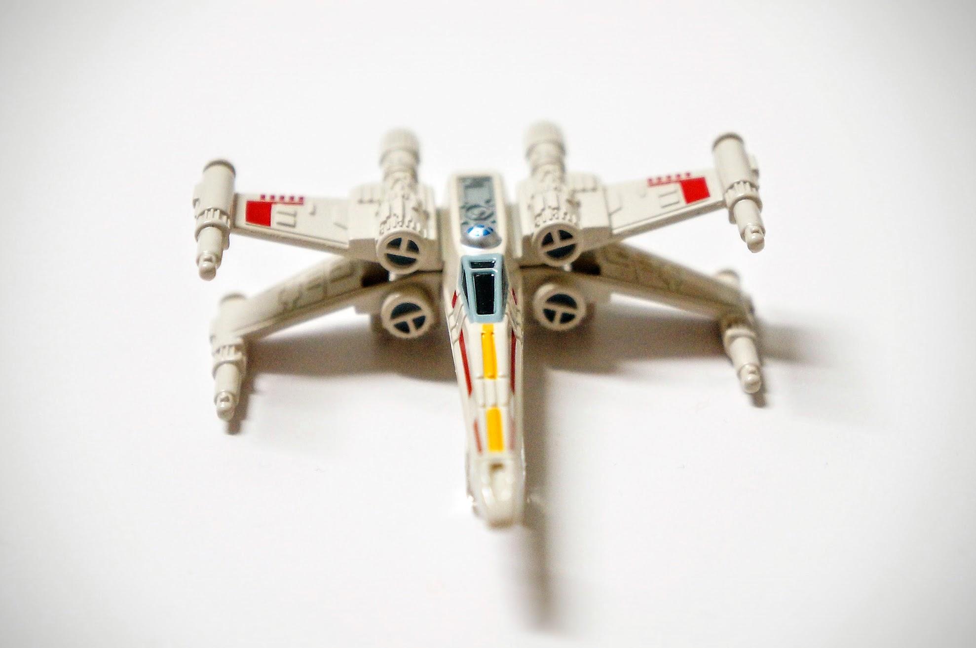 X-wing!! 我以前最愛這一台戰機,總覺得造型太吸引我了啊..
