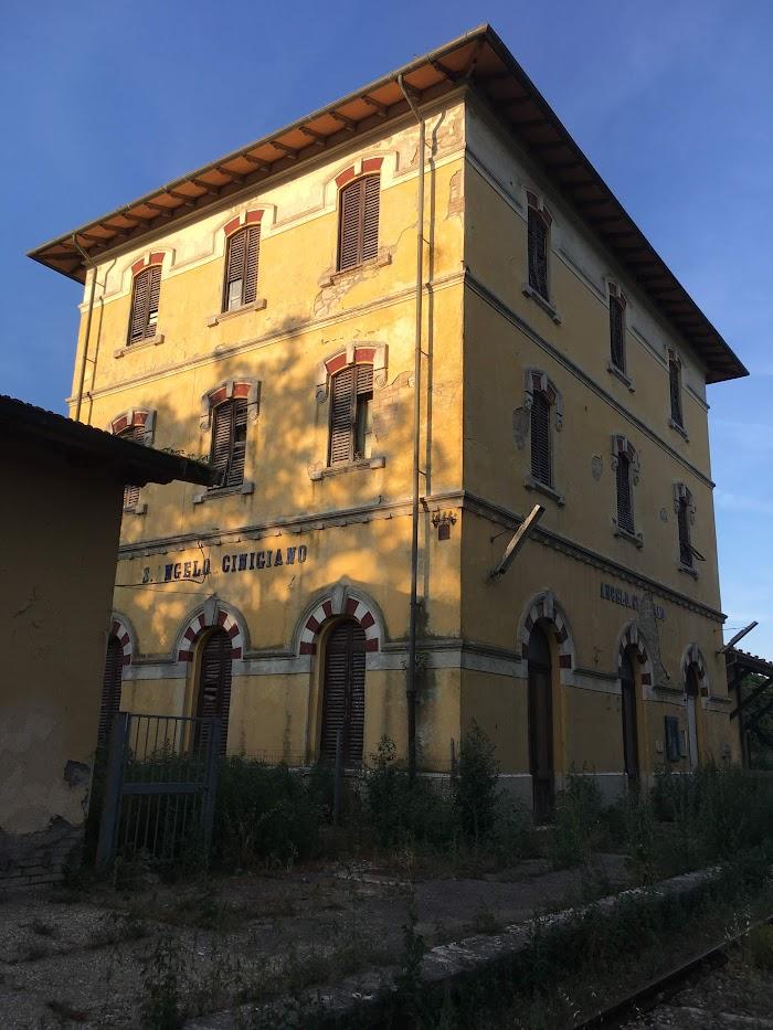 La stazione di Sant'Angelo-Cinigiano