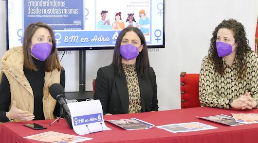 """El Ayuntamiento de Adra conmemora un """"atípico"""" 8M"""