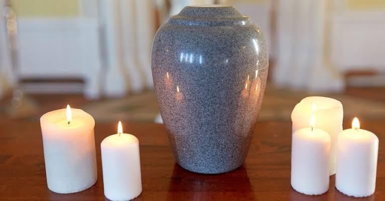 Candles on a table  Description automatically generated with medium confidence