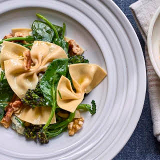 Fresh Farfalle With Spinach, Gorgonzola And Walnuts.