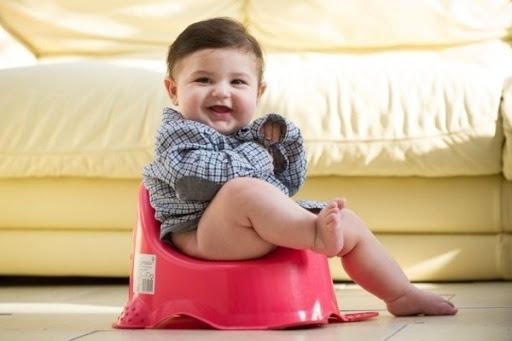 Tìm hiểu về triệu chứng táo bón ở trẻ em