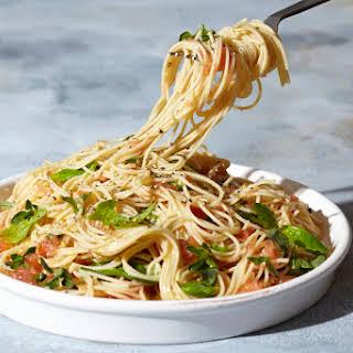 10-Minute Garlicky Tomato Spaghetti.