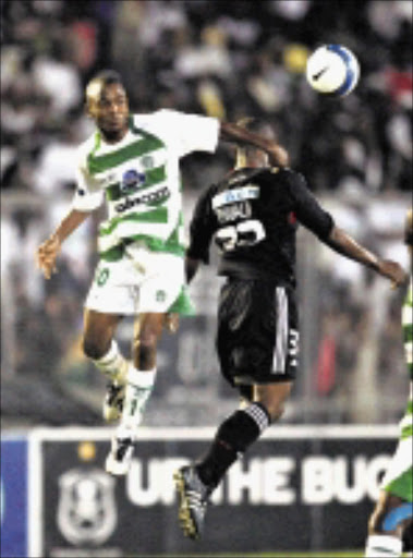 IN CONTROL: Kleinbooi Taaibos beats Lucas Thwala in the air during the Telkom Knockout match between Bloemfontein Celtic and Orlando Pirates at Chatsworth Stadium in Durban ,on Saturday.  29/11/2008. Pic. Anesh Debiky.  © Gallo Images.