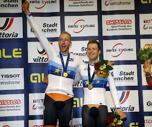 Even zorgen om trillende Jan-Willem Van Schip na het veroveren van Europese titel in de ploegkoers