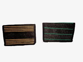 Photo: Porte feuilles Guillaume orange ou vert.  Portefeuille simple avec 4 poches intérieurs dont 1 avec scratch. Taille : 15x9 cm  Prix: 10 €.  Merci de préciser la couleur souhaitée lors de la commande.