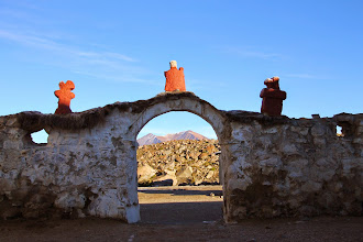 Photo: hacia un lateral de la iglesia