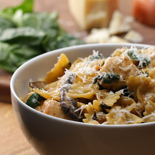One-Pot Creamy Mushroom And Chicken Pasta.