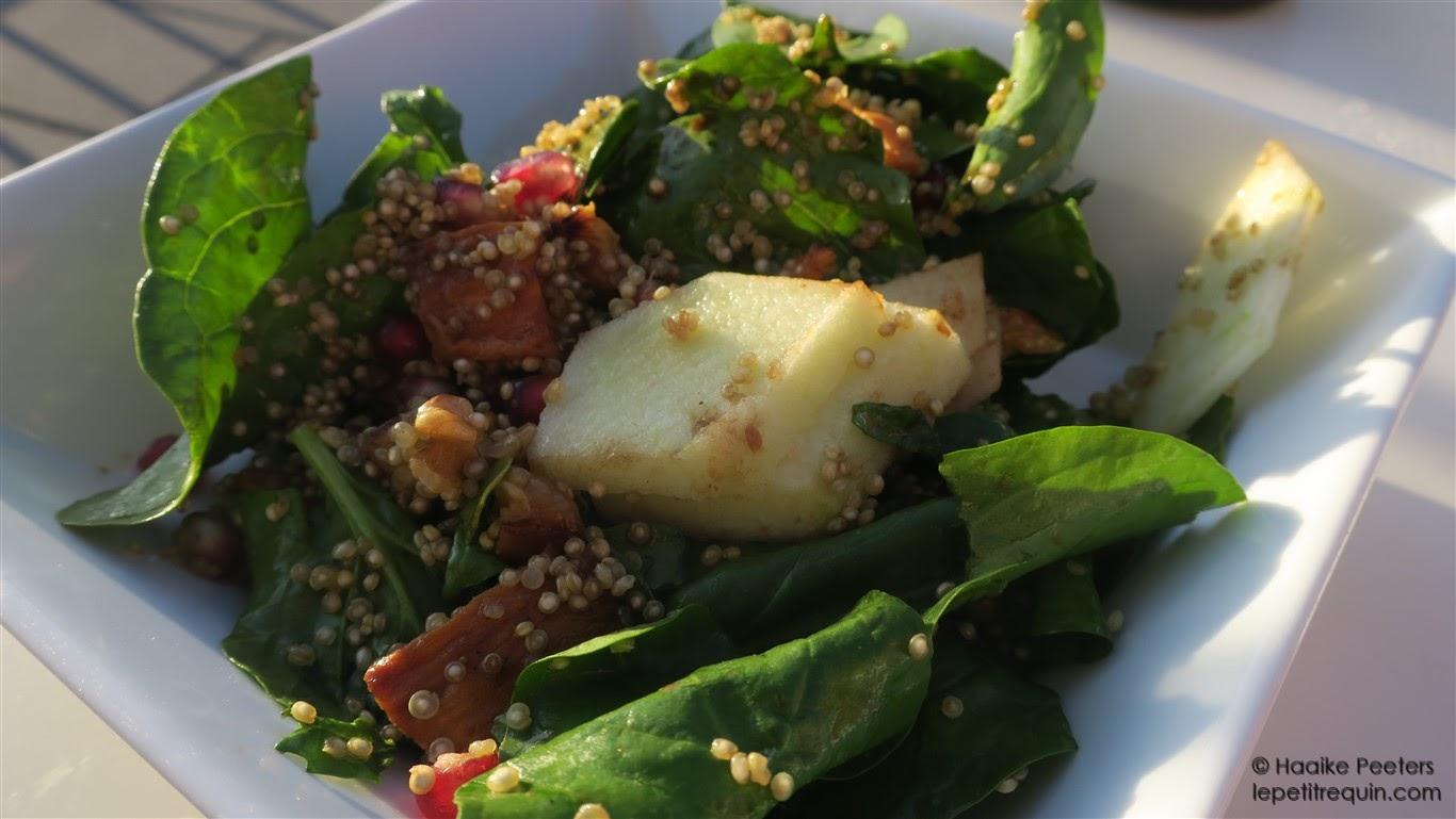 Quinoasalade met zoete aardappel, appel en granaatappel (Wendy Polisi)