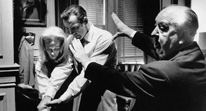 "Photo: Hitchcock dirige Tippi Hedren e Sean Connery em ""Marnie""."