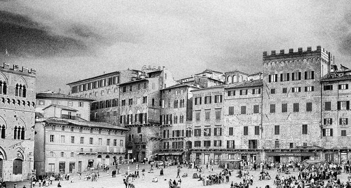 Piazza del Campo di Massimiliano73