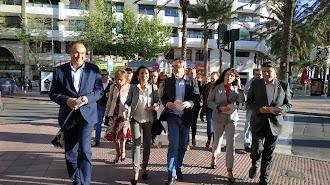 Paseo naranja por las calles del centro de Almería