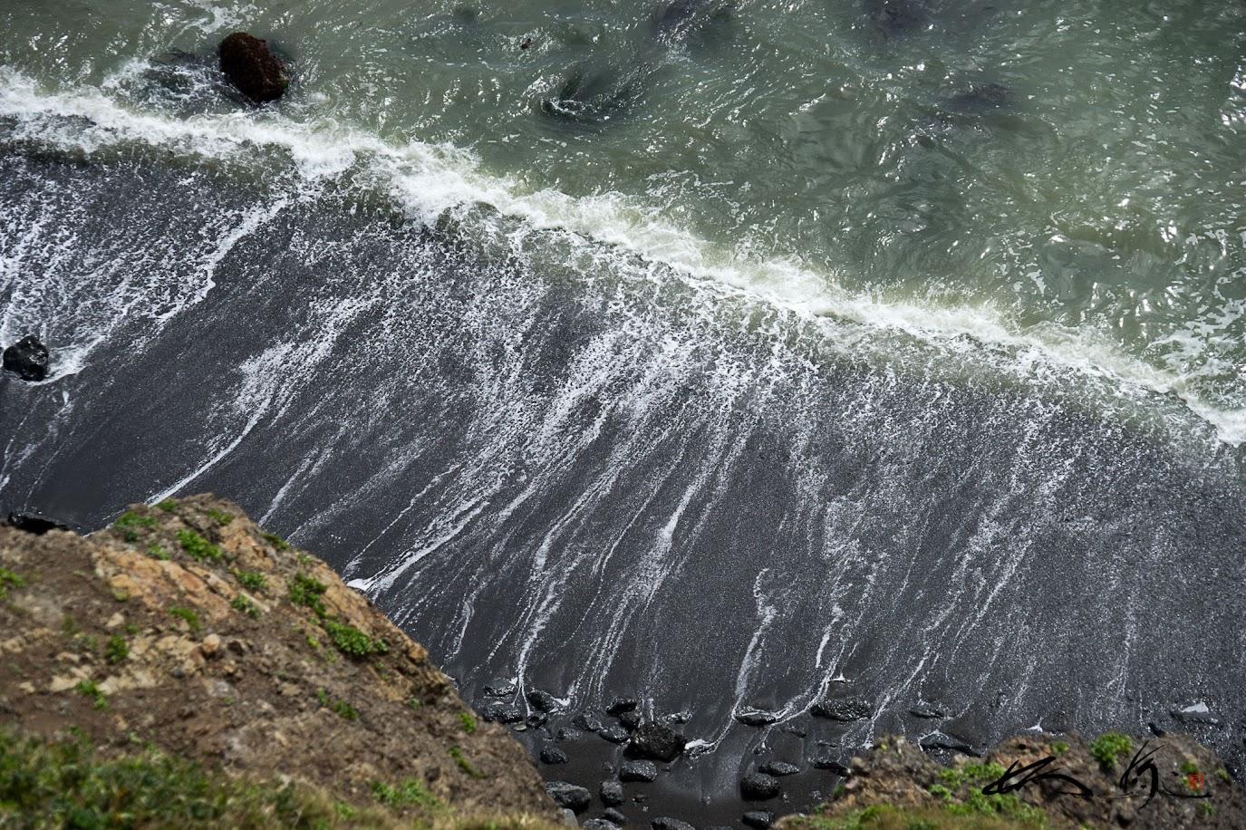 打ち寄せる波の力強さを感じながら・・・