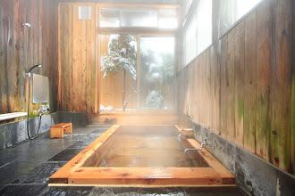 Photo: 信山ひのき風呂冬 宿泊者は貸切可能(無料) Private onsen (Free)