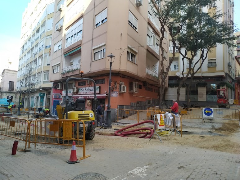 Obras en marcha en la calle Trajano esquina con Martínez Almagro