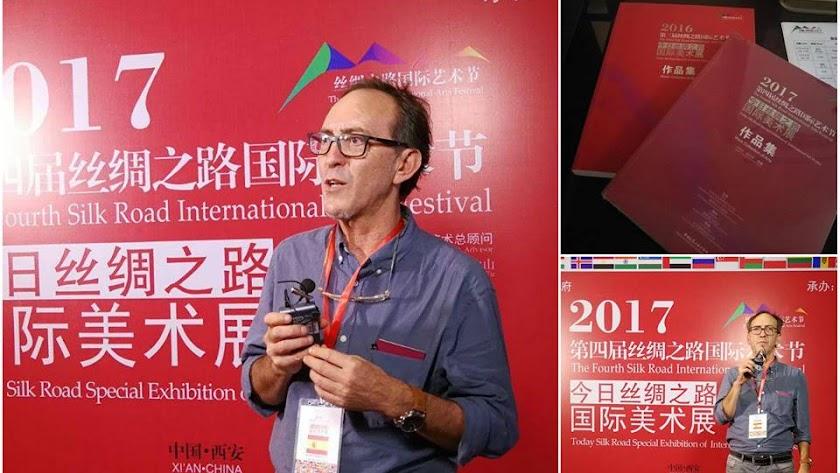 Fernando Barrionuevo, en su primer día en la Silk Road International Art Exhibition de China (Foto: Facebook Fernando Barrionuevo).