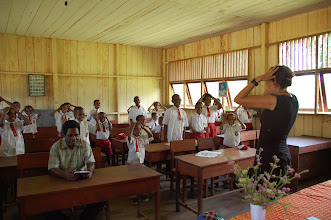Photo: Head, shoulders, knees and toes, knees and toes op de SD school in Suswa