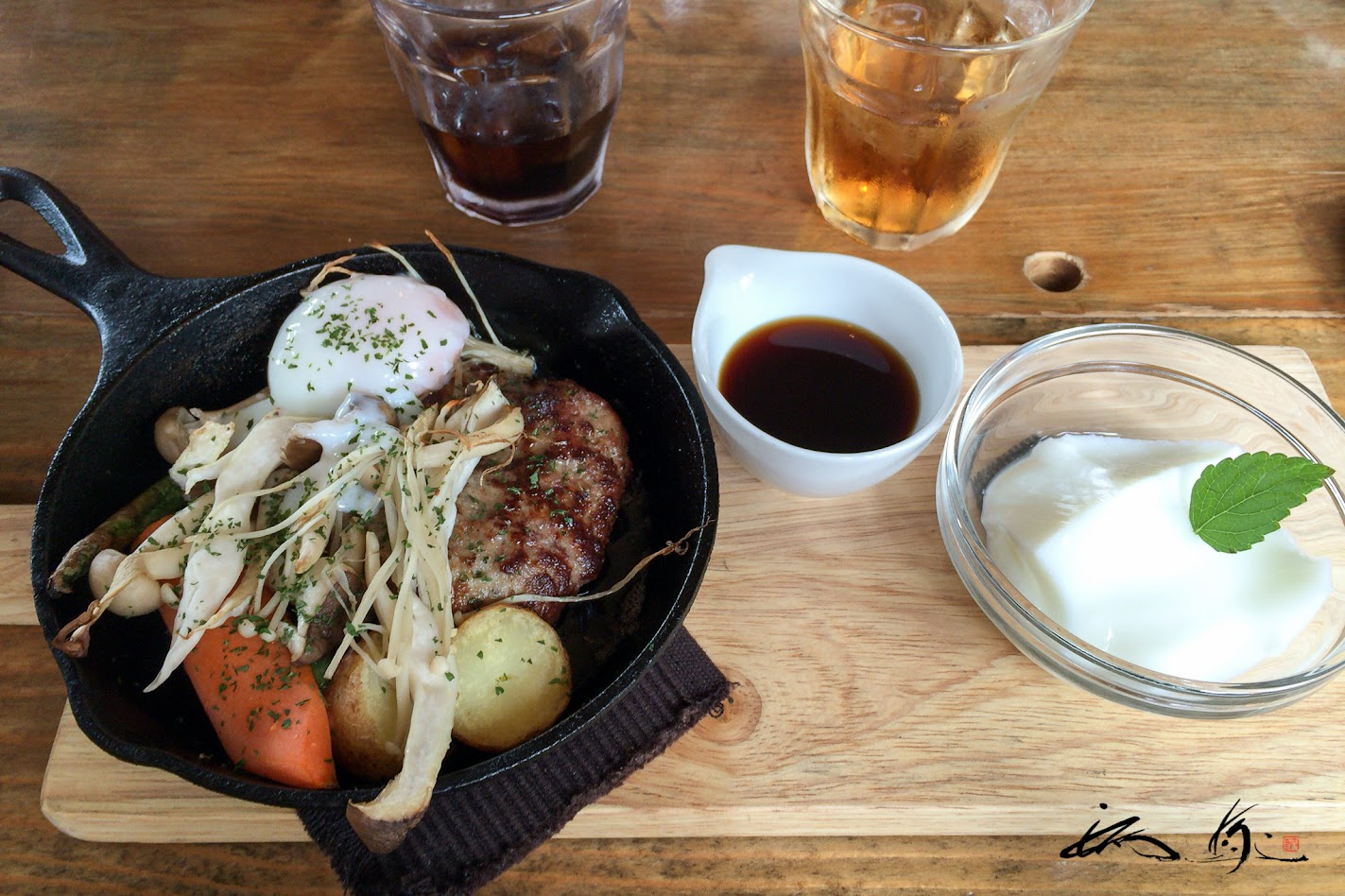 十勝産大地牛✕旭川産芋豚ハンバーグソース
