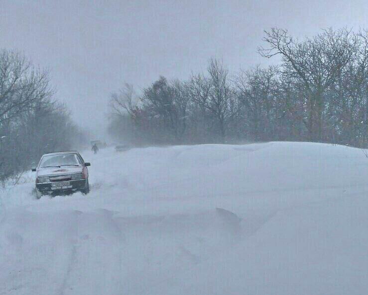 5YDhtWUVQov5sWYDRjOv-qH7Gxpk3zswVRAamlMK98zQEbR6O4Mh0t0QMkckQPFEFfkzzh2r5H9bLNc=w1440-h810-no Жуткая ночь: 100 автомобилей застряли на одесской трассе в снежном плену