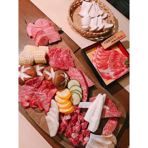 以燒肉來講是真的食材很不錯了,但是吃過台北Urban店之後覺得差異性太大了😭 但是以台中水準來說食材很好😆