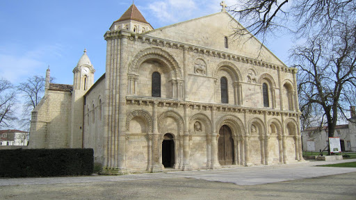 Surgères gorgeous romanesque church