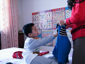 Photo: naughty baby son, warrenzh, 朱楚甲, uncoorperative when been put on in front of camera.