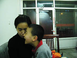 Photo: baby son, warrenzh 朱楚甲 tried to cheer up his mom, emakingir, who felt gloomy upon benzrad 朱子卓, the dad's frequent visits.