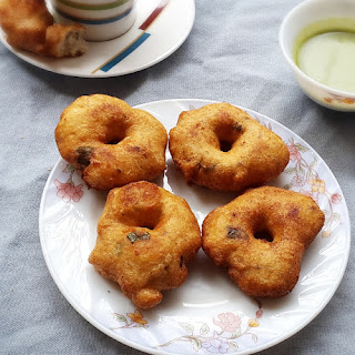 Medu vada recipe - South Indian crispy lentil doughnuts