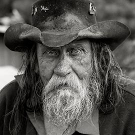 Woona by Michael Jones - People Portraits of Men ( tramp, character, beard, hat, man )