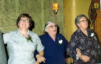 Photo: Diny Vedder-Bruins, haar moeder Roelfie Bruins-Koning en haar schoonmoeder Gretha Vedder-Klinkhamer