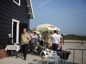Photo: De eerste inzenders en bezoekers zijn gearriveerd.