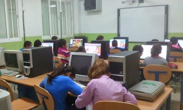 Photo: Tercera tarea seguimos en el aula de informática. Vamos a describir a nuestro compi en Edmodo