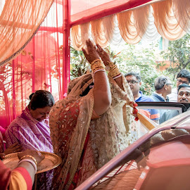 Bidai by Pranab Sarkar - Wedding Other ( candid, car, wedding, feelings, indian wedding )