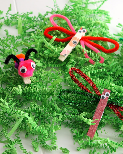 These clothespin crafts are a fun and easy kids craft. Check out how to make these cute dragonfly and caterpillar clothespin critters!