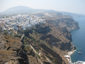 Photo: This is Oia. See how far above Ammoudi it is...