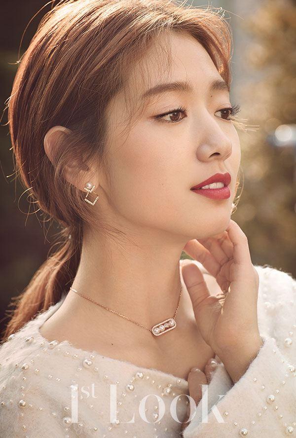 Park Shin Hye in pearls