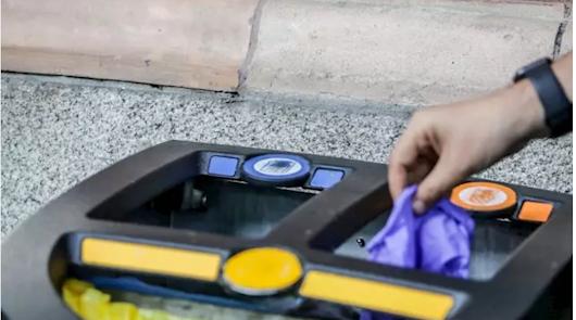 Las personas infectadas deben depositar toda su basura en el contenedor naranja