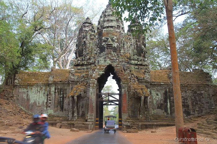 Северные ворота Ангкор Тома