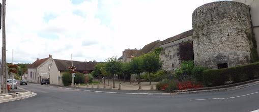 Photo: Tour Madeleine et vieux remparts