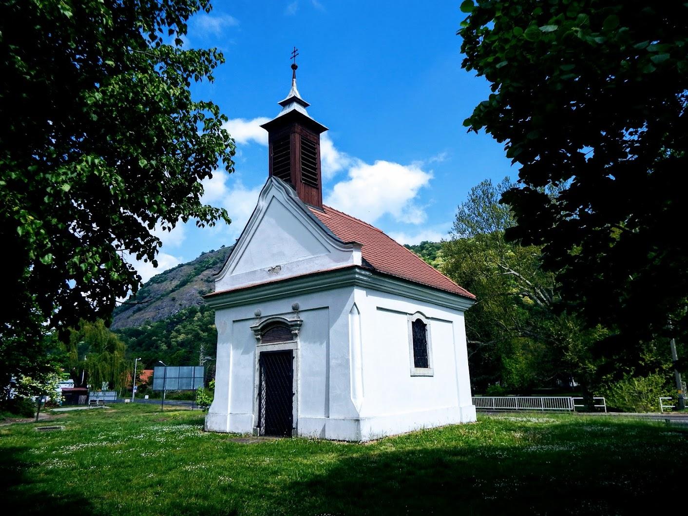Visegrád - Mária emlékkápolna a Duna-parton