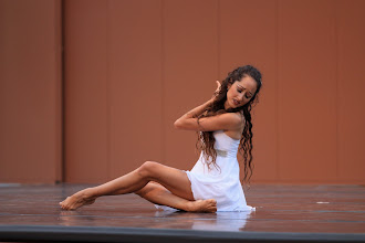 Photo: Come Away With Me Choreographer: Angela Kirchhausen Dancer: Angela Kirchhausen Photo By: Brian Passey