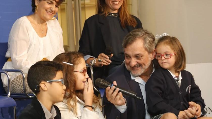 Presentación de la 'MicroPasarela' en Diputación Provincial de Almería junto a niños y representantes