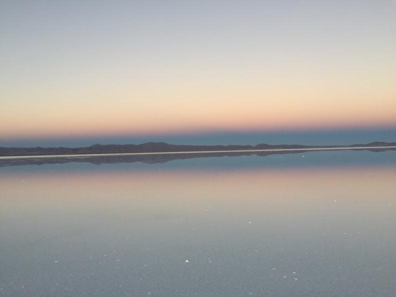 ウユニで日本人に有名な穂高ツアーでウユニ塩湖ツアー サンセット