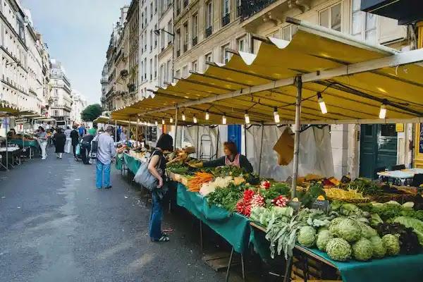 Marché Saint-Eustache-Les Halles マルシェ・サントースタシュ・レアル