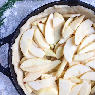 Delicious and Simple Vegan Cast Iron Apple Pie Recipe